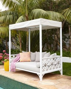 chinoiserie daybed // outside living #poolside #daybed #chinoiserie