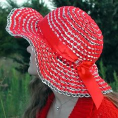 Sun hat made of can tab. After drinking soda from aluminum cans, you can recycle your soda cans to create interesting projects instead of tossing the empty cans into the garbage or recycling bin. Soda Tab Crafts, Can Tab Crafts, Aluminum Can Crafts, Aluminum Cans, Tape Crafts, Vbs Crafts, Pop Top Crafts, Pop Tab Purse, Painting Canvas Crafts