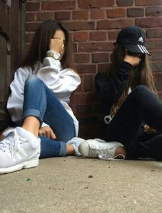 you get bullied, by all the popular kids, but you have one true friend named brianna, find out more about brianna, and more about you friends photography Bff Pics, Cute Friend Pictures, Girl Photo Poses, Girl Photography Poses, Girl Photos, Film Photography, Bff Posen, Best Friend Fotos, Friend Tumblr