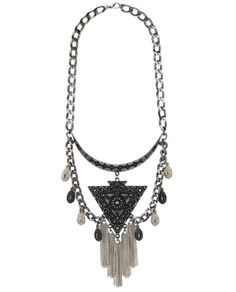Maxi colar prateado e grafite com franjas e triângulo Mila Coelho