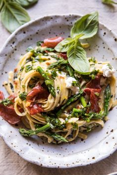 Spicy Pesto, Asparagus, and Ricotta Pasta with Crispy Prosciutto Ricotta Pasta, Pasta With Prosciutto, Prosciutto Asparagus, Pesto Pasta, Cooking Recipes, Healthy Recipes, Vegetarian Pasta Recipes, Vegetarian Italian, Crockpot Recipes