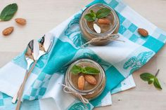 Healthy chocolate mousse, chocolate mousse made with avocado, healthy dessert idea