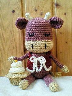 「干支のうし君」正月前になんとか間に合いました~。干支のうし君です。ジャージー牛ぽく作ってみました。(角は余計だったかも)ついでに鏡もちも作ってみました。[材料]並太毛糸