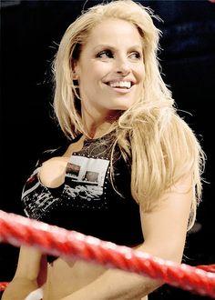 Wwe Highlights, Wrestlemania 29, Trish Stratus, Wwe Female Wrestlers, Wwe World, Wwe Womens, Women's Wrestling, Opera Singers, Blonde Women