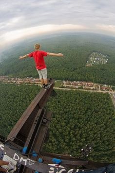 Mindless Mirth: Get High.I think I'm getting ill. Mind Numbing, Living On The Edge, Scary Places, Birds Eye View, Parkour, Crazy People, Top Of The World, Extreme Sports, Stunts