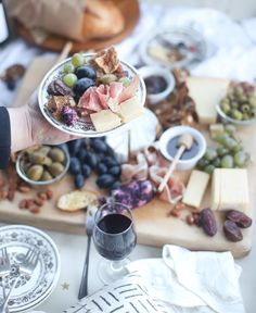 A Romantic Porch Dinner for Two - Charcuterie and Wine | @glitterinclexi | GLITTERINC.COM Picnic Theme, Picnic Set, Layer Cake Wine, At Home Date Nights, Charcuterie Cheese, Sweet And Low, Bread Toast, Dried Apples, Fig Jam