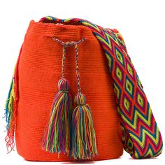 comprar bolso wayuu en madrid, wayuu, croche, bolsos hecho a mano, producto… Trendy Accessories, Crochet Accessories, Crochet Pencil Case, Sweet Bags, Cute Tote Bags, Everyday Outfits, Bucket Bag, Purses And Bags, Pouch