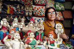 Dolls and idols crafted from jute by artisan Sovarani Podder from West Bengal! West Bengal, Stalls, Kolkata, Jute, Artisan, Crafts, Manualidades, Craftsman, Handmade Crafts