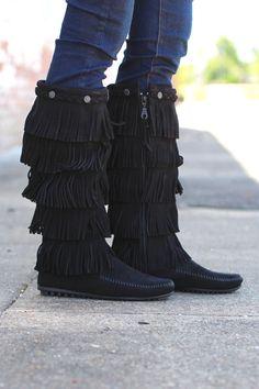 Minnetonka: 5 Layer Fringe Boot {Black} - The Fair Lady Boutique - 3
