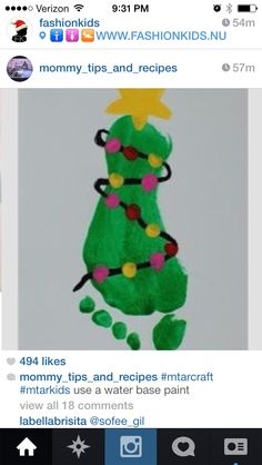 Sooooo cute!! Foot print Christmas tree!