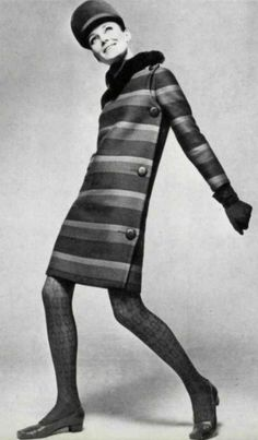 French designer Pierre Cardin, 1966 Famous for Geometrical & Avant Garde Design. 60s And 70s Fashion, Mod Fashion, Unisex Fashion, Vintage Fashion, Fast Fashion, Gothic Fashion, High Fashion, Pierre Cardin, Top Fashion Magazines
