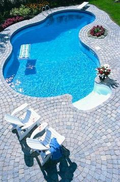 25 Ideas Of Stone Pool Deck Design Unique designs on small swimming pools. In order to look beautiful it doesn't have to be big and Small Swimming Pools, Small Pools, Swimming Pool Designs, Indoor Swimming, Inground Pool Designs, Small Backyards, Pool Spa, Ideas De Piscina, Building A Pool