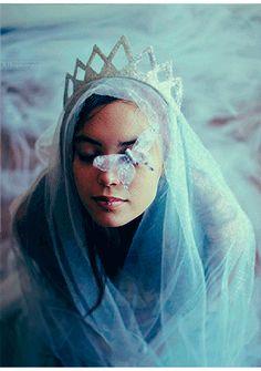 Fantasy Art Princess Magic Snow Queen New Ideas Foto Fantasy, Fantasy World, Fantasy Art, Fantasia Marilyn Monroe, Art Magique, Magic Snow, Fantasy Photography, Snow Queen, Belle Photo