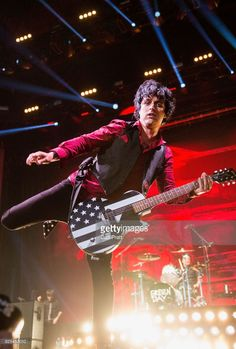 Singer Billie Joe Armstrong of Green Day performs at White River Amphitheatre on August 1, 2017 in Auburn, Washington.