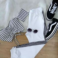 Read 1 from the story Seduciendo A Velêz Crop Top Outfits, Cute Casual Outfits, Cute Summer Outfits, Teen Fashion Outfits, Womens Fashion, Fashion Fashion, Mode Hip Hop, Tumblr Outfits, Pinterest Fashion