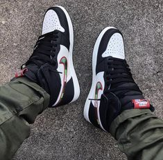 "Nike Air Jordan 1 ""A Star Is Born"" Release: morgen um 9 Uhr Link in Bio - Women Trends Air Jordan Retro, Jordan Shoes Girls, Girls Shoes, Jordan Outfits, Streetwear, Sneakers Mode, Sneakers Fashion, Men Sneakers, Fly Shoes"