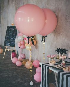 Cuuuutest little birthday party coming at you today all the way from Moscow! Mama @nikaromina sure knows how to plan a 1st birthday. Lots more on le blog>  by @_noir_noir