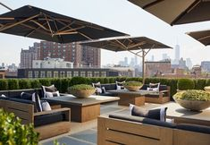 rh new york rooftop Rooftop Terrace Design, Rooftop Lounge, Rooftop Restaurant, Rooftop Patio, Cafe Design, Patio Design, Roof Top Cafe, Terraced Landscaping, Bar A Vin