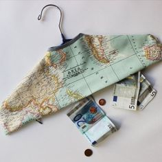 Travel safe and with style. Secret hanger compartment to store your documents and money. Free pattern to download.