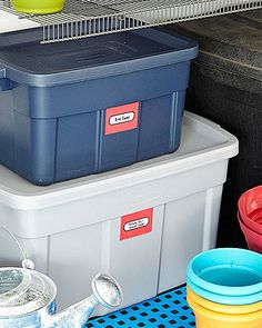 Closed Plastic Bins - We use these a lot for storage in the garage. Great for out of season clothes, just put them in vacuum bags. House Cleaning Tips, Cleaning Hacks, Garage Organization, Organizing, Plastic Bins, Homekeeping, Clean House, Clutter, Must Haves