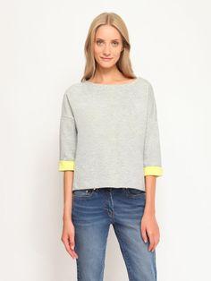 W2017 Bluza damska szara  - bluza nierozpinana - TOP SECRET. SBL0397 Świetna jakość, rewelacyjna cena, modny krój. Idealnie podkreśli atuty Twojej figury. Obejrzyj też inne spódnice tej marki.