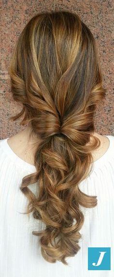 La semplicità dello stile CDJ. #cdj #degradejoelle #tagliopuntearia #degradé #igers #naturalshades #hair #hairstyle #haircolour #haircut #longhair #style #hairfashion