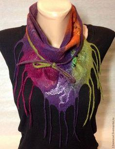 Женский валяный шарф бактус. Нежная шерсть мериноса и декоративные элементы создают неповторимую тончайшую фактуру и дарят тепло.