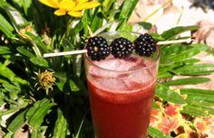 Cocktail sans alcool : mûre, cassonade et limonade.