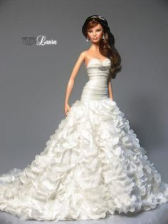 A beautiful doll wedding gown Barbie Bridal, Barbie Wedding Dress, Wedding Doll, Barbie Dress, Barbie Clothes, Wedding Dresses, Barbie Doll, Dolls Dolls, Fashion Royalty Dolls