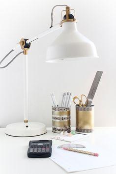 DIY tin can pencil holder Desk Lamp, Table Lamp, Tin Can Crafts, Washi Tape Diy, Pencil Holder, Diy Hacks, Mason Jars, Canning, School Supplies