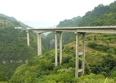 Yushan Mountain Bridge on route 202. The 2-lane span is one of China's highest National Road Bridges with a deck 540 feet / 165 meters high. Image by Georges.