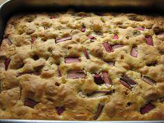 Rhabarber-Amarettini-Blitzkuchen von www.Landhaus-rezepte.de
