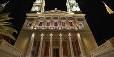 Ορθόδοξες Archives | SyrosmapΟ Ιερός Ναός του Αγίου Νικολάου (πολιούχου), είναι τρίκλιτη βασιλική μετά τρούλου. Θεμελιώθηκε από τον Μητροπολίτη Κυκλάδων Δανιήλ το 1848. Τα αρχιτεκτονικά σχέδια επέβλεψε ο ίδιος ο Βασιλιάς Όθωνας Jukebox, Greece, Places To Visit, Greece Country