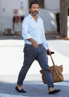 白シャツ一枚で、大人がお洒落を気取るなら? | ファッションスナップ(メンズ) | LEON.JP Italian Mens Fashion, Italian Style Men, Cool Outfits, Casual Outfits, Fashion Outfits, Stylish Men, Men Casual, Best Street Style, Sharp Dressed Man