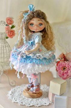 Doll Doll Clothes Patterns, Doll Patterns, Silicone Baby Dolls, Pretty Dolls, Soft Dolls, Beautiful Crochet, Doll Face, Textiles, Disney Princess