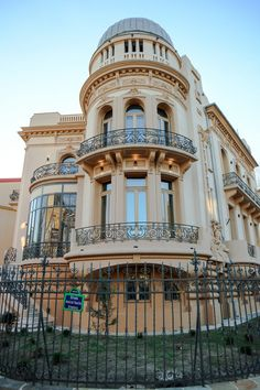 Neoclassical Architecture, Baroque Design, Bucharest, Modern Buildings, Old Houses, Exterior, Mansions, House Styles, Window Seats