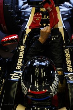 Love the James Hunt tribute helmet - Kimi Raikkonen, Lotus, Monaco, 2012