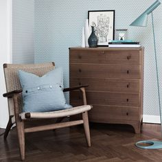 http://www.aufildescouleurs.com/papier-peint-designers-scandinaves/3471-ypsilon.html#