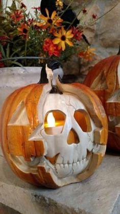 Best and Cheap DIY Halloween Decoration Ideas for Your Dream House - FashDeco Creepy Halloween Props, Halloween Skeleton Decorations, Halloween Kostüm, Halloween Skeletons, Outdoor Halloween, Halloween Pumpkins, Snoopy Halloween, Jack O'lantern, Skeleton Pumpkin