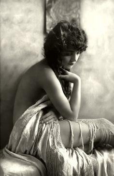 Ziegfeld girl. 1920.