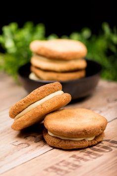 Die Doppelkekse sind lecker und low-carb. Zudem sind sie auch noch glutenfrei. Mit der weißen Schokolade sind sie zudem auch super lecker.