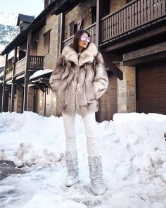 Hiii! I'm back ❄️ Snow Fashion, Winter Fashion Outfits, Fur Fashion, Sporty Fashion, Fashion Black, Fashion Women, Fashion Ideas, Winter Maternity Outfits, Winter Outfits For Work