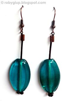 RobyGiup Handmade: Orecchini in cuoio e perle di vetro verde scuro - Earrings in leather and dark green glass beads