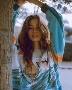 Shared by charlinedbs. Find images and videos about girl, style and outfit on We Heart It - the app to get lost in what you love. Pretty People, Beautiful People, Photo Pour Instagram, Portrait Photography, Fashion Photography, Teenage Girl Photography, Shotting Photo, Insta Photo Ideas, Tumblr Girls