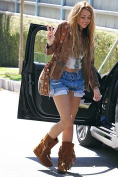 http://images2.chictopia.com/photos/blahitslizz/4951691656/bronze-boots-sky-blue-shorts_400.jpg