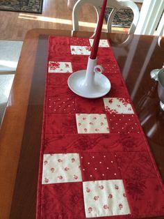 Red & White Table Runner Quilt  Moda fabrics  by seaquilt on Etsy,