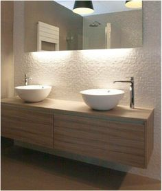 """GJ Meijer Sanitair en Tegels: """"MVD design spiegels zijn spiegels met verlichting. Deze verlichting kan aan de zijkant of aan de onder en bovenkant van de spiegel geleverd worden. De spiegels kunnen in verschillende maten geleverd worden"""" Tegen meerprijs met dimbare LED verlichting. En kan incl verwarming. Bij mij alleen licht aan ONDERZIJDE. Maten nog te bepalen."""