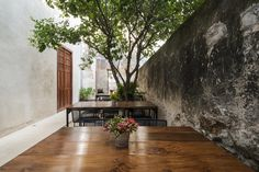 Colonial House Recovery on Street by Nauzet Rodríguez, Merida – Mexico Bar Restaurant, Restaurant Design, Casa Hotel, Merida Mexico, Old Building, Architectural Elements, Arches, Interior Architecture, House Design