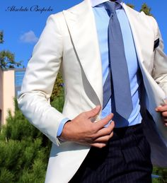 Handcrafted accessories for men. Mens Fashion Wear, Suit Fashion, Male Fashion, Fashion Outfits, Contrast Collar Shirt, Blazer Outfits Men, Smart Outfit, Business Casual Men, Classy Men