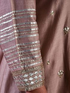 Embroidery On Kurtis, Hand Embroidery Dress, Kurti Embroidery Design, Hand Embroidery Designs, Embroidery Fashion, Creative Embroidery, Applique Dress, Neck Designs For Suits, Sleeves Designs For Dresses
